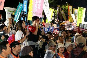 国会前学生们的抗议活动彻夜进行