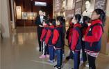 聆听专题讲解,少先队员在南京雨花台致敬少年英烈