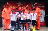 杭州天杭教育集团少先队员们走进社区,进行垃圾分类宣传