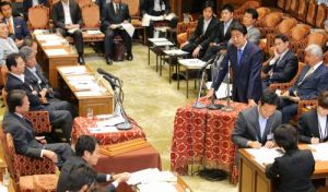 日本新安保法案在抗议声中获得通过