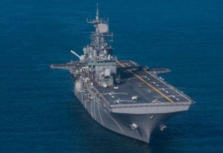 """美海军""""硫磺岛""""号两栖攻击舰维修时发生火灾"""