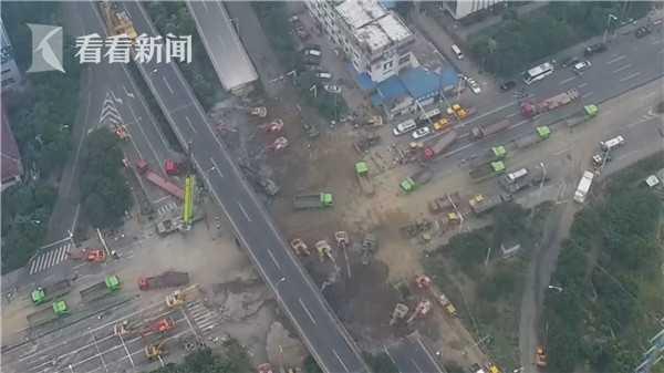 航拍无锡高架侧翻现场:今天将完成桥梁清理工作