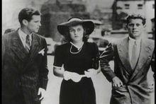 二战时,与哥哥和妹妹在伦敦