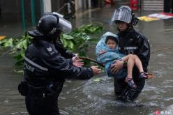Typhoon Mangkhut batters Hong Kong, injuring 213 people