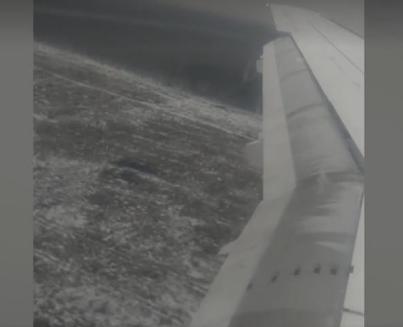 惊险!俄航飞机在未建成跑道上着陆 周围还有土堆