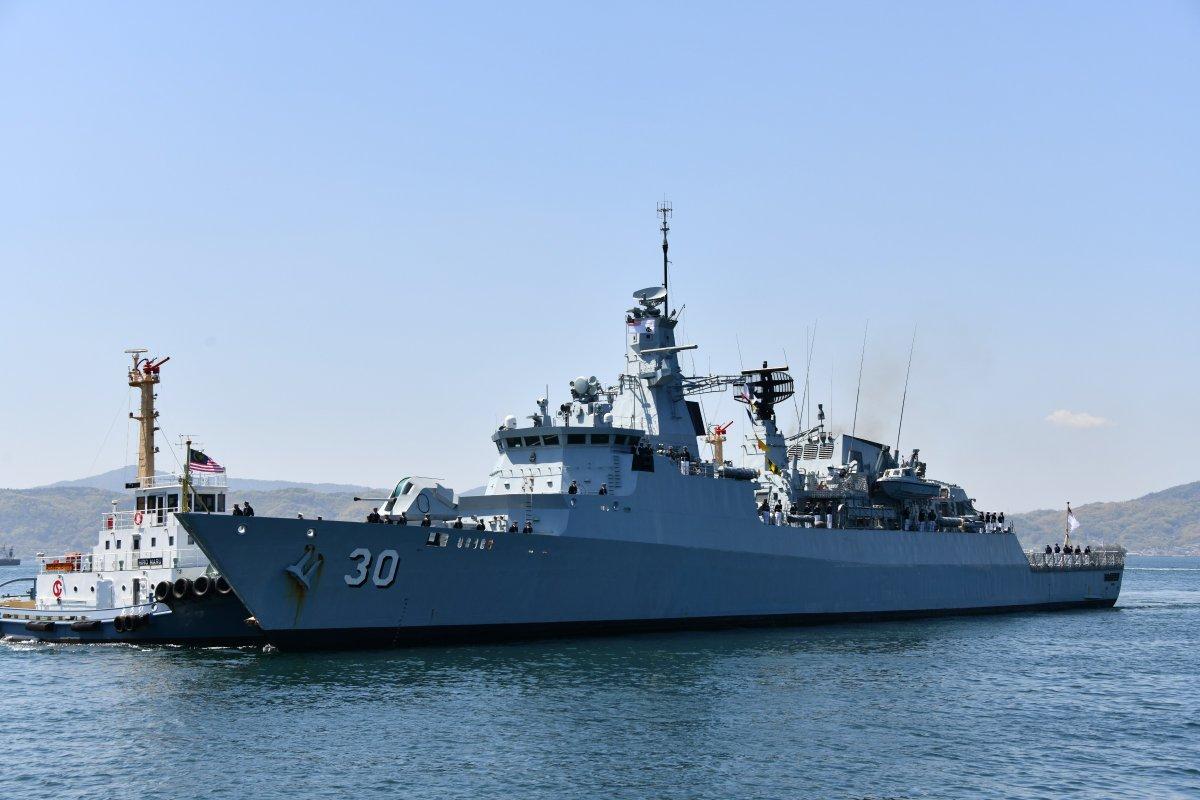 """马?#27425;?#20122;海军护卫舰访问日本 舰名""""琉球""""亮了"""