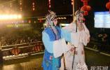 泰州市民凤城河畔欢天喜地闹元宵