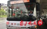 686路公交驾驶员爱心帮扶,被乘客拍下来点赞