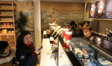 New coffee shop adds royal flavors to Palace Museum