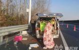 """平安才是最近的""""回家路"""" 面包车违规载货高速侧翻"""