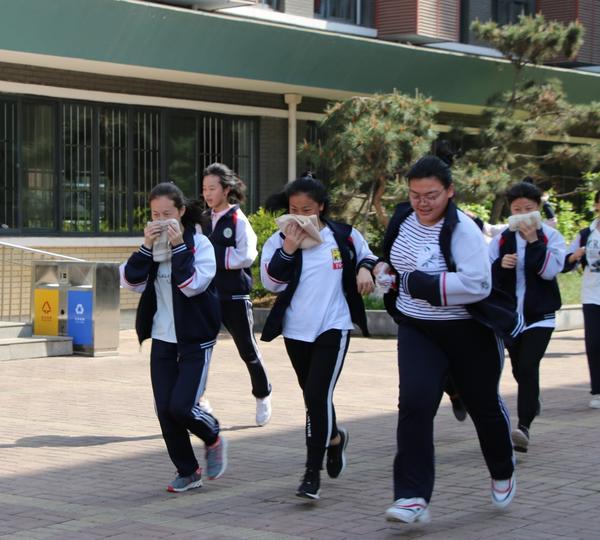 郑州经开区实验中学开展消防疏散演练活动