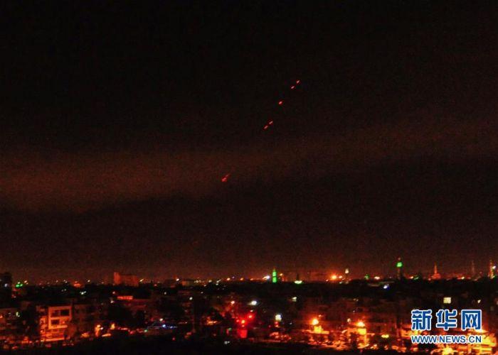 这是4月14日拍摄的遭受袭击的叙利亚首都大马士革。叙利亚国家电视台14日报道说,当地时间14日凌晨,美国等国对叙首都大马士革发起军事行动。