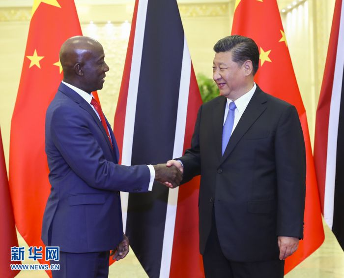 5月15日,国家主席习近平在北京人民大会堂会见特立尼达和多巴哥总理罗利。