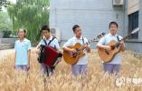 乐翻天!乐高积木脱粒、麦田里唱歌,济南山大附中校园里师生一起收小麦