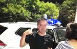 男子酒后骑电动车上高速还逆行,民警规劝他发酒疯