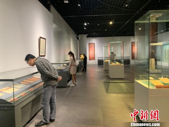 武汉一博物馆展出157件辛亥革命实物 全由民间捐赠