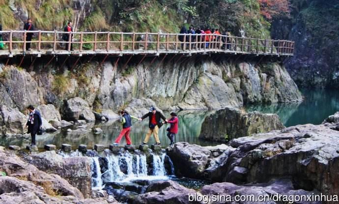 浙中大峡谷游人嬉水区一景