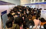 直击江苏医药卫生人才招聘会:区县医院也要招聘博士生,试用期合格给50万元!