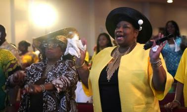 Aretha Franklin celebrated at Sunday service at father's Baptist church