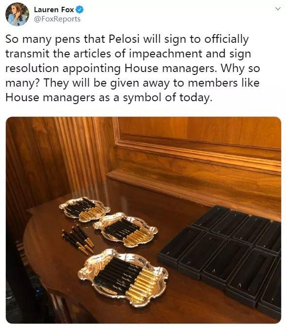 签署特朗普弹劾案文件,佩洛西用了30支笔……