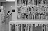 一则热搜引发全国网友热议 你更喜欢纸质书还是电子书?