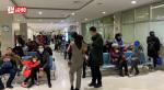 """杭州:春节期间输液室人满为患 挑衣杆成输液""""神器"""""""