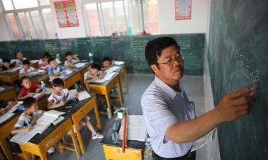 China to recruit retired teachers to rural schools